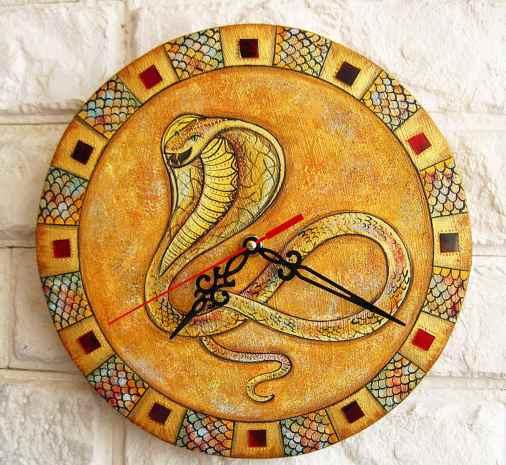 Настенные часы со змеей. Анна Гапонова