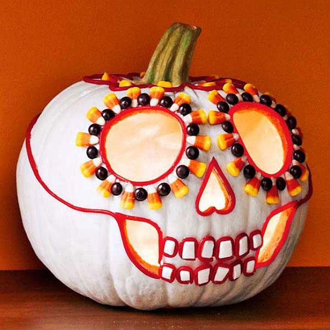 Похоже на микс Хеллоуина и мексиканского Праздника Мёртвых