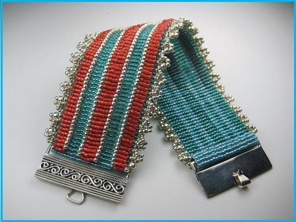 Бисерный браслет в технике бисерного ткачества