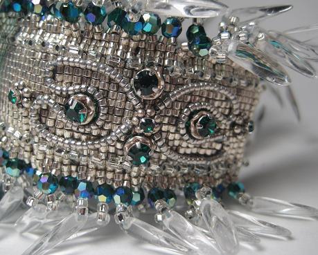 Широкий бисерный браслет на жесткой основе «Luna Moth»