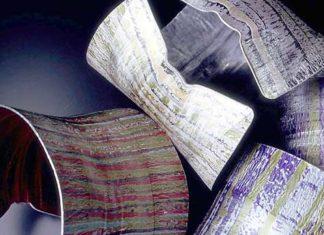 Лепестки алюминия на ладонях мастера Джейн Адам (Jane Adam)